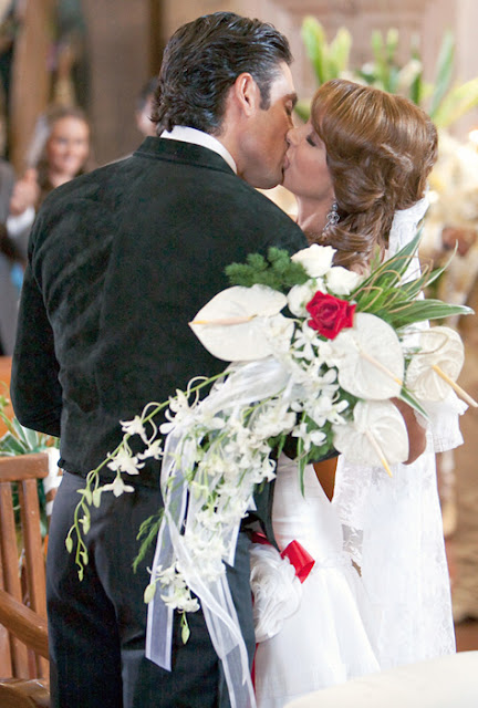A dona, novela sbt, Valentina(Lucero) Vestido de noiva