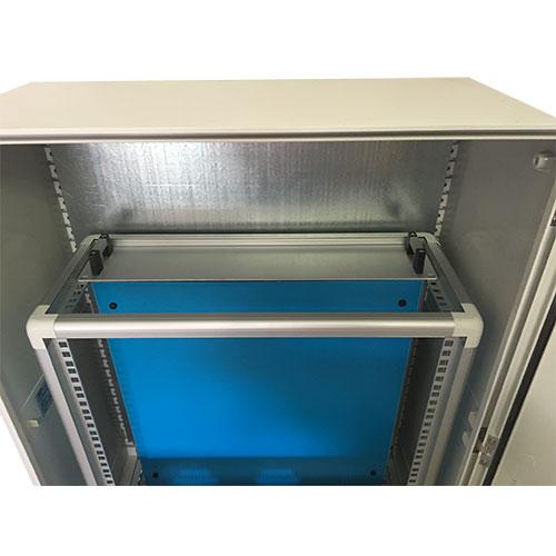 Armadi rack in poliestere IP66 per installazione componenti su barra ...