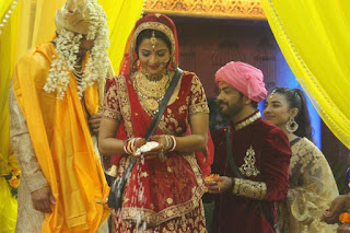 Bhojpuri Actor Vikrant Singh gets married to girlfriend Bhojpuri Actress Monalisa on 18th January 2017 in Bigg Boss 10 House.