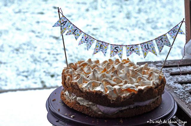 Die Welt der kleinen Dinge: Baiser-Torte mit Heidelbeercreme