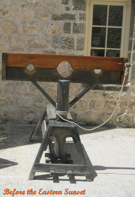 Fremantle City Round House - pillory