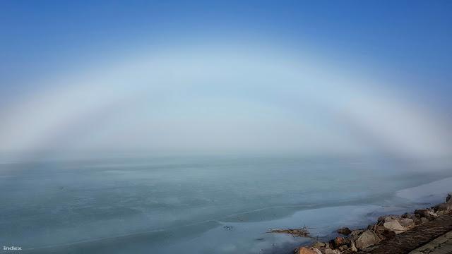 Nagyon ritka fehér szivárványt fotóztak a Balatonnál