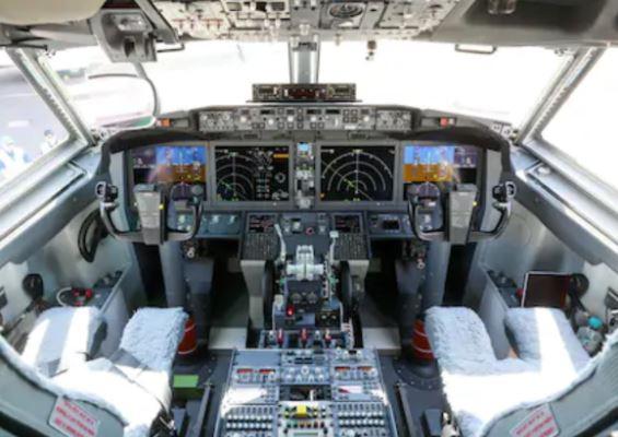 Boeing 737 MAX 7 cockpit