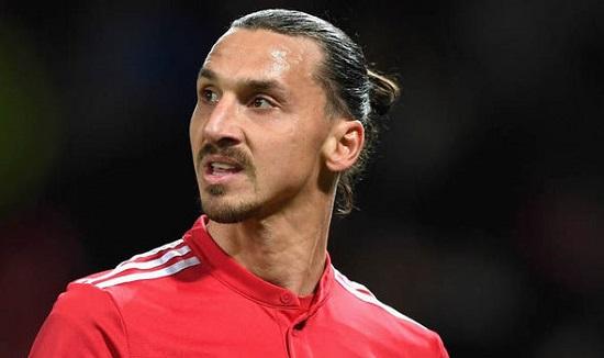 Zlatan Ibrahimovic phải nghỉ hết mùa vì chấn thương.