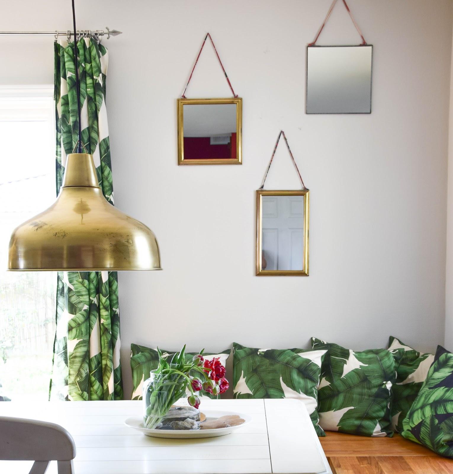 Deko Mit Spiegeln Für Die Esszimmerwand. Dekoidee Wand. Dekoration,  Blumendeko