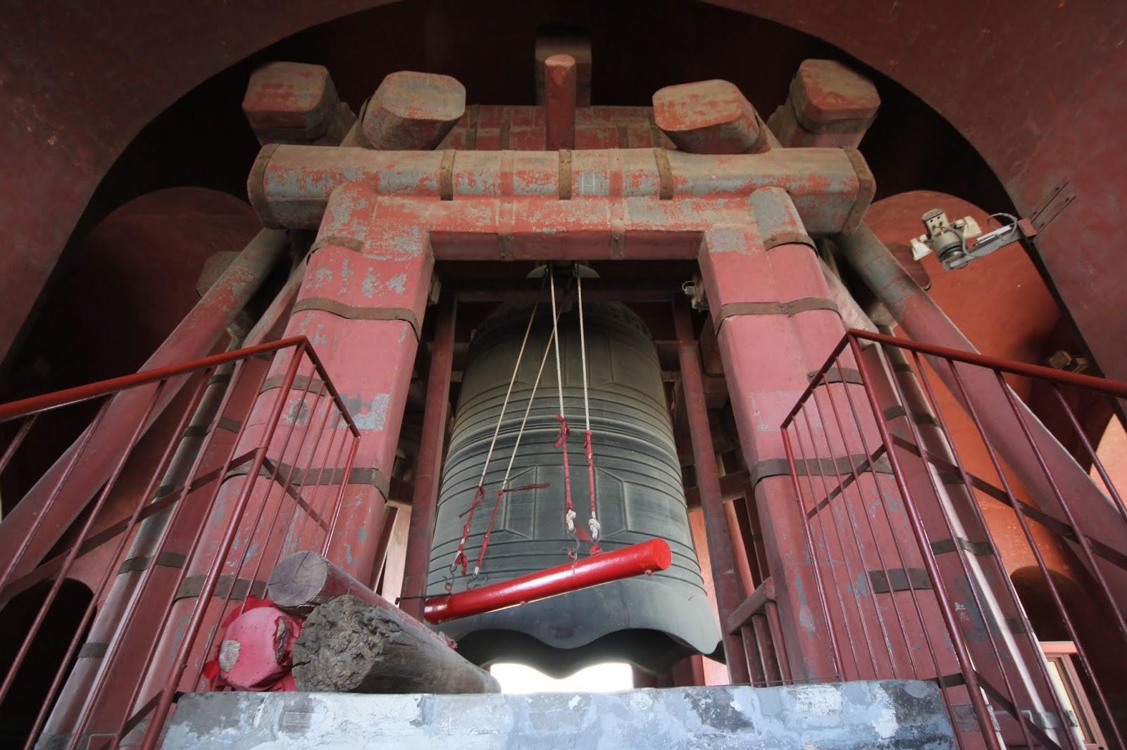 Torre do Sino, em Pequim, China, ilustra este post sobre o Shijing, o Livro das Canções.