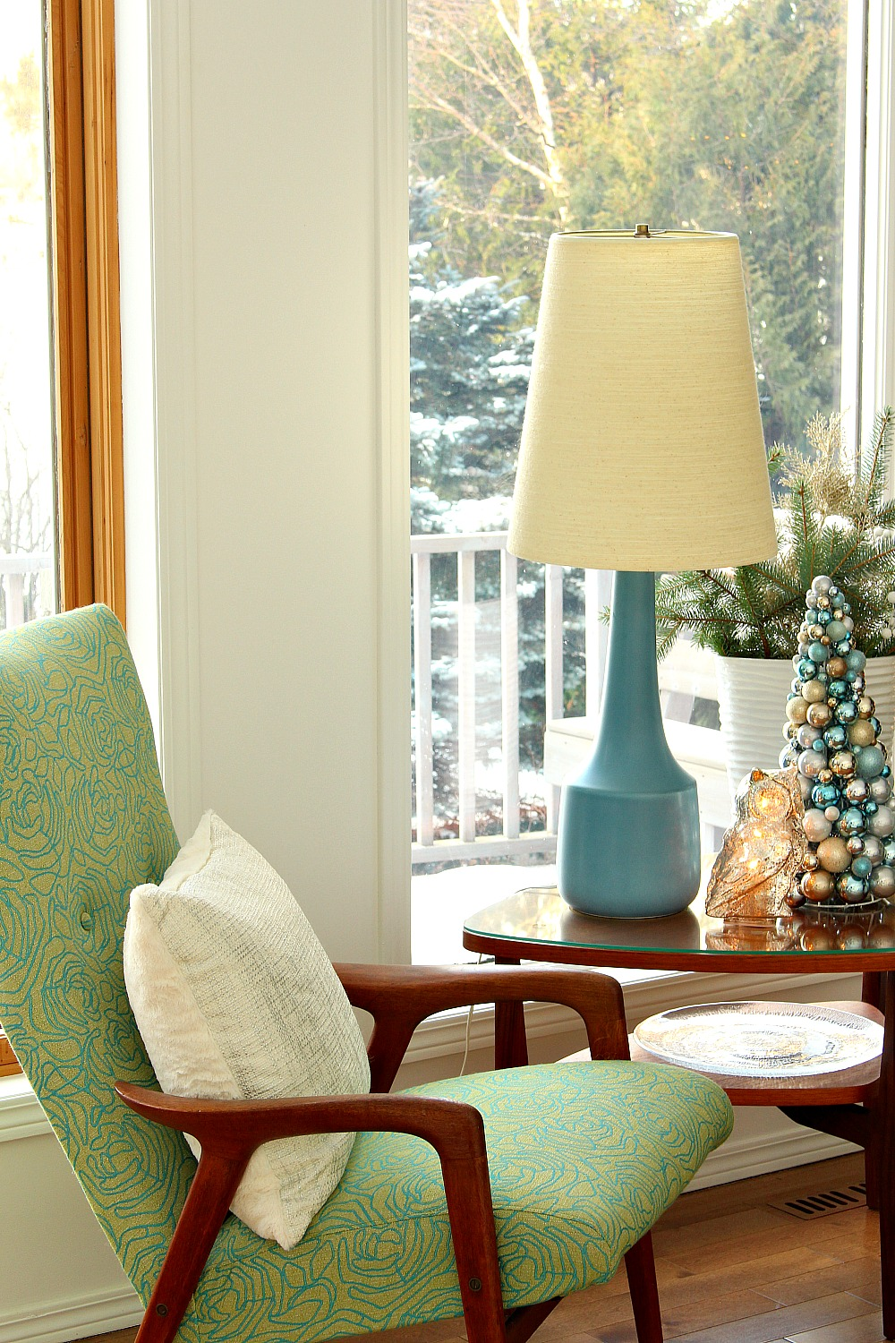 Wintry Blue + White Holiday Decorating Ideas | Dans le Lakehouse