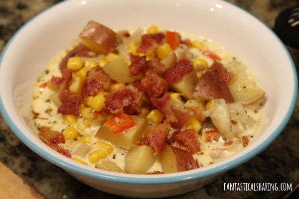 Slow Cooker Potato Bacon Corn Chowder // I am celebrating slow cookers and soups with this yummy corn chowder recipe! #recipe #corn #soup #crockpot #FantasticalFoodFight