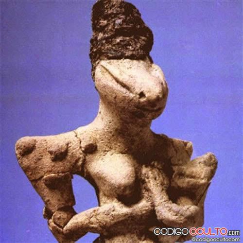 Estautilla Ubaid que representa según los investigadores una escena de amamantamiento que habría sido reproducida por artesanos antiguos.