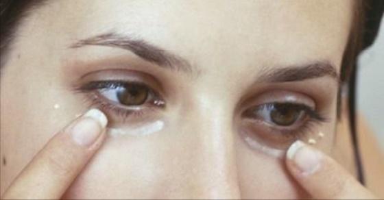 La operación láser de los ojo de la estampa