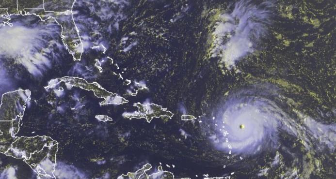 Ojo del huracán Irma pasa sobre San Martin y Anguilla y enfila hacia Puerto Rico