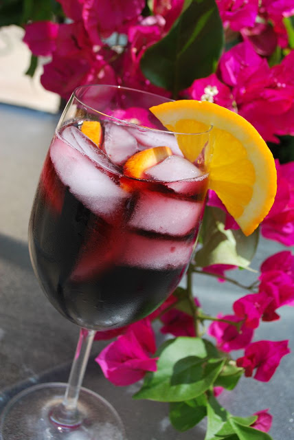 How to make red sangria with triple sec