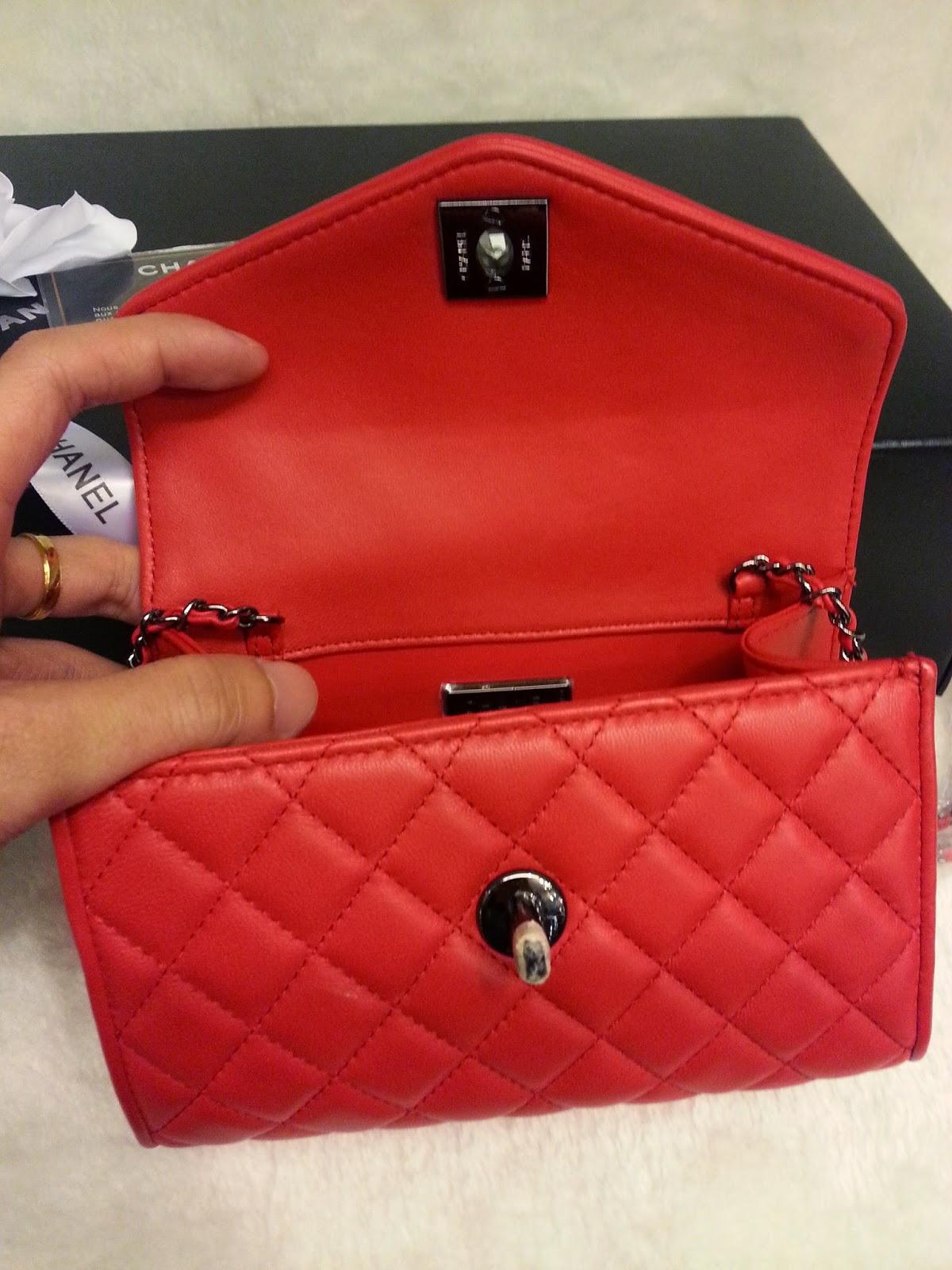 f23a40000a57 Deal Treasure: Chanel Mini Sling Bag