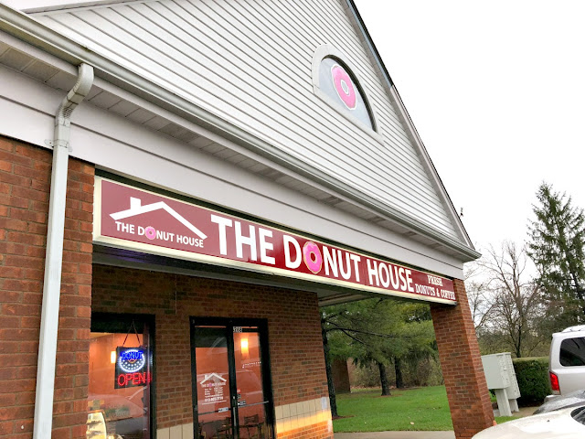 The Donut House just might get my vote for the best donuts on the Butler County Donut Trail. I am sucker for super soft, fluffy, yeasty donuts, & The Donut House has perfected those.