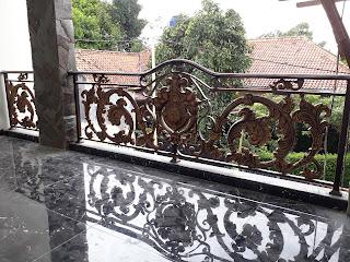 Balkon-Klasik-Rumah-Mewah-Besi-Tempa
