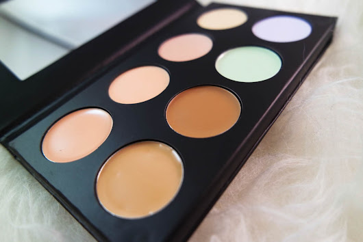 Collection Cosmetics | #ContourAndLightLikeAPro Professional Palette*