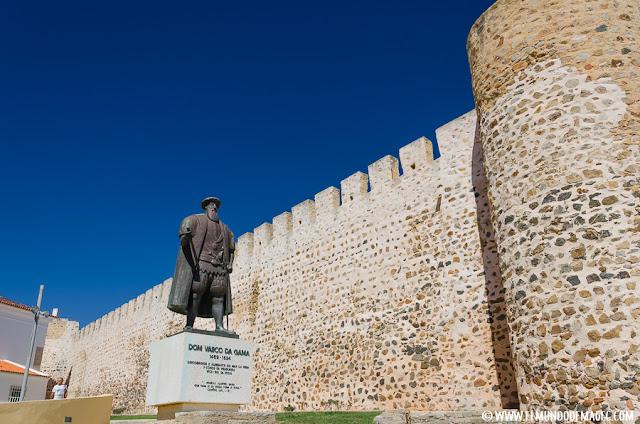 Castillos-de-Portugal, castillo de Sines y estatua de Vasco de Gama