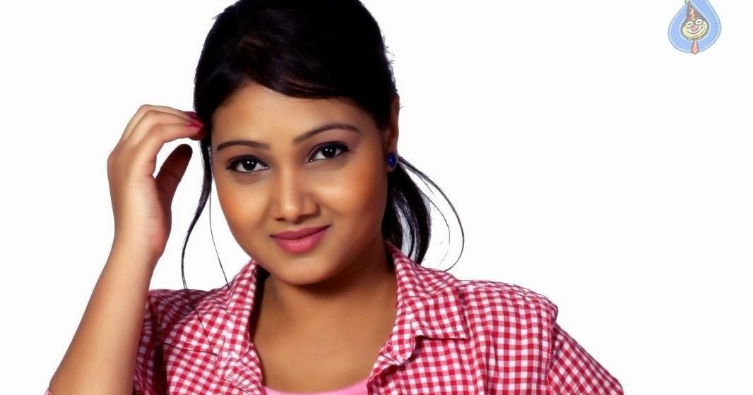 Telugu Tv Actress Priyanka Hot Navel And Boobs Showing