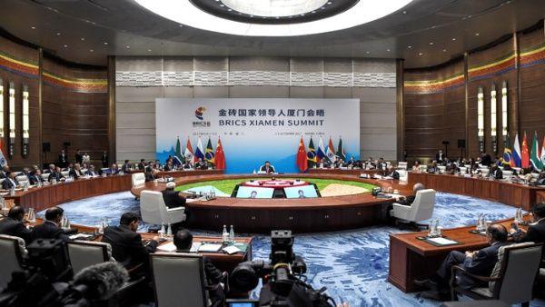 Presidente Xi urge a los BRICS a alzar su voz en favor de la paz mundial