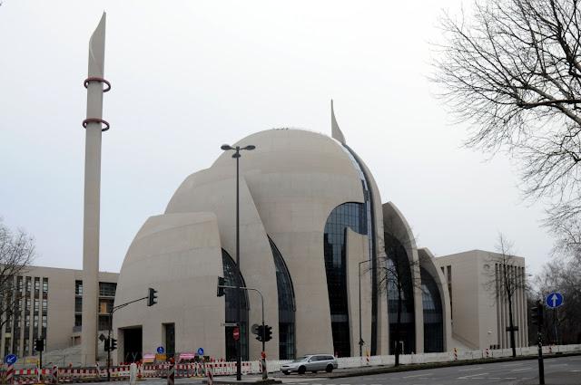 Foto-foto Masjid Unik nan Megah di Tengah Kota Tua Koln Jerman