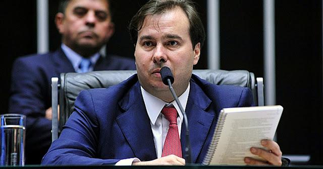 Cresce articulação para Rodrigo Maia assumir lugar de Temer
