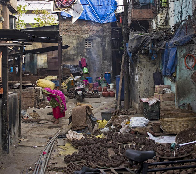 morning, washing up, kumbharwada, dharavi, mumbai, street, street photo, incredible india,