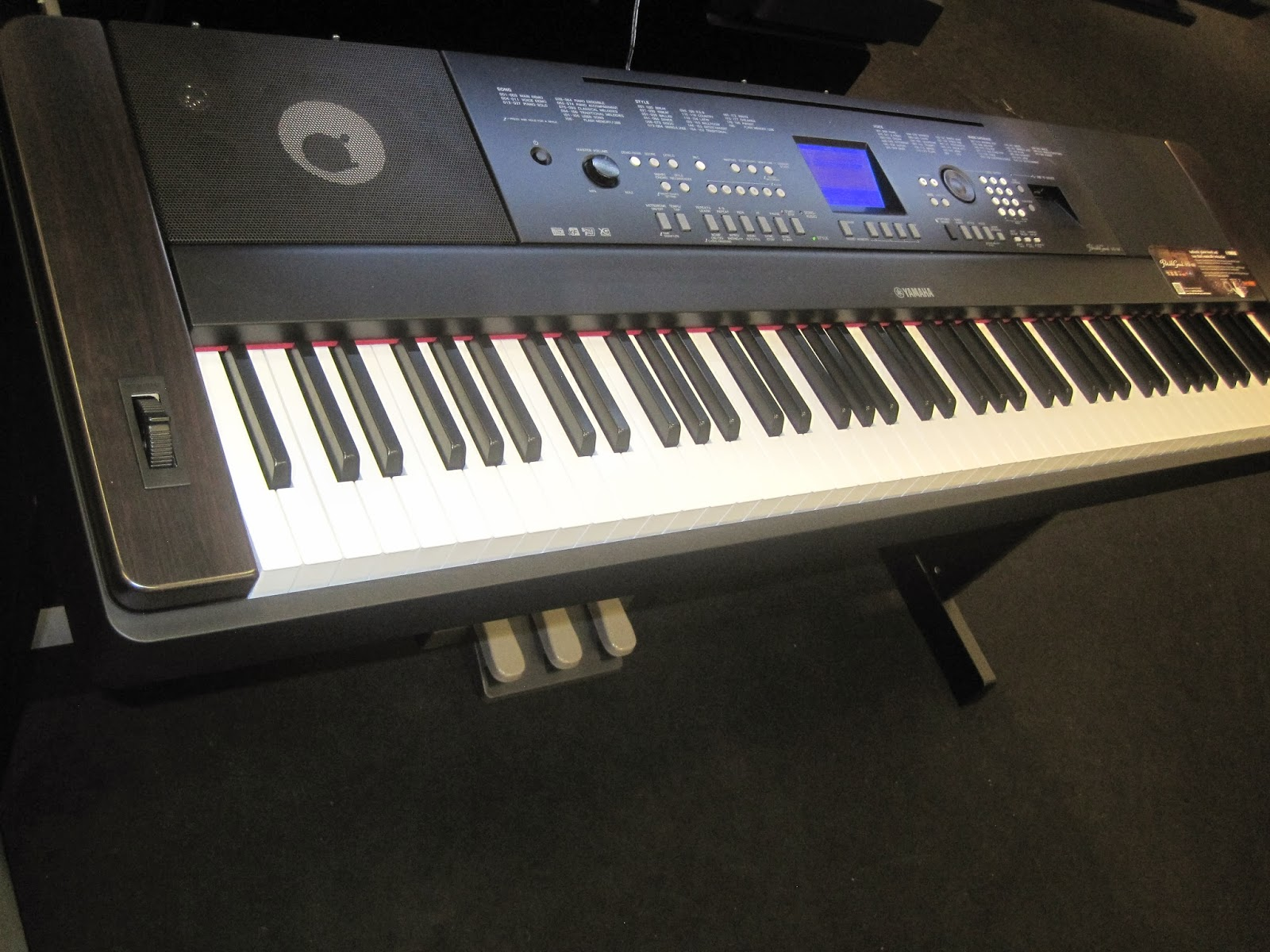 az piano reviews review yamaha dgx650 digital piano recommended for fun times and. Black Bedroom Furniture Sets. Home Design Ideas