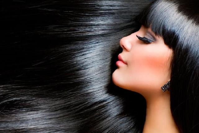 Maneiras fáceis de ter cabelos lisos sem sai de casa
