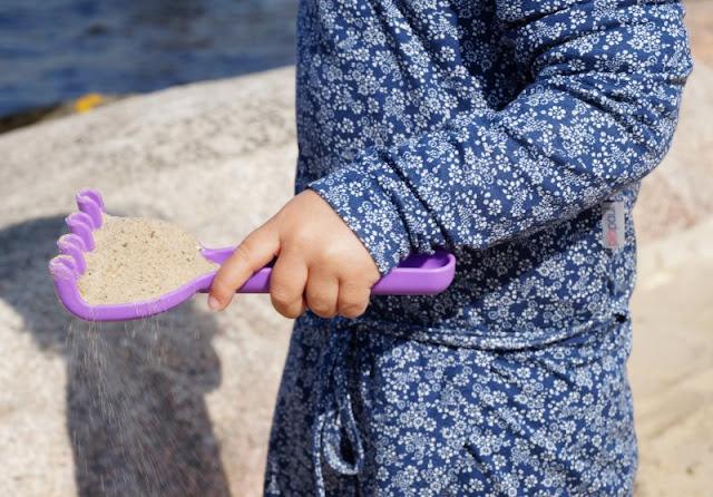 Maritime Lieblingsstücke: Kindermode von piapaul (mit Rabattcode und Verlosung) Kinder Mädchen Kleid Blümchen Blumen geblümt blau weiß Band Rock
