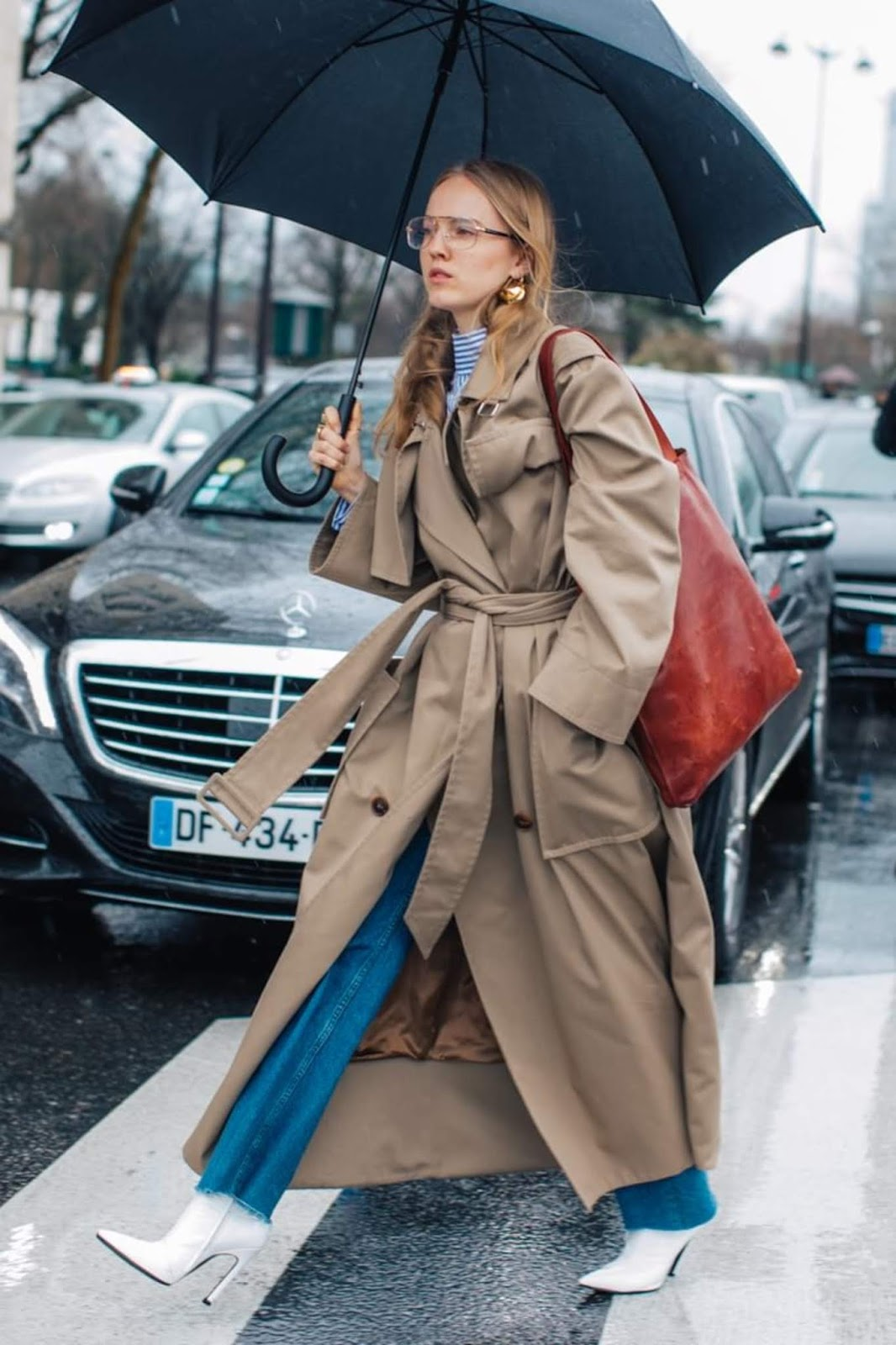 This Street Style Star Mastered the Perfect Rainy-Day Outfit