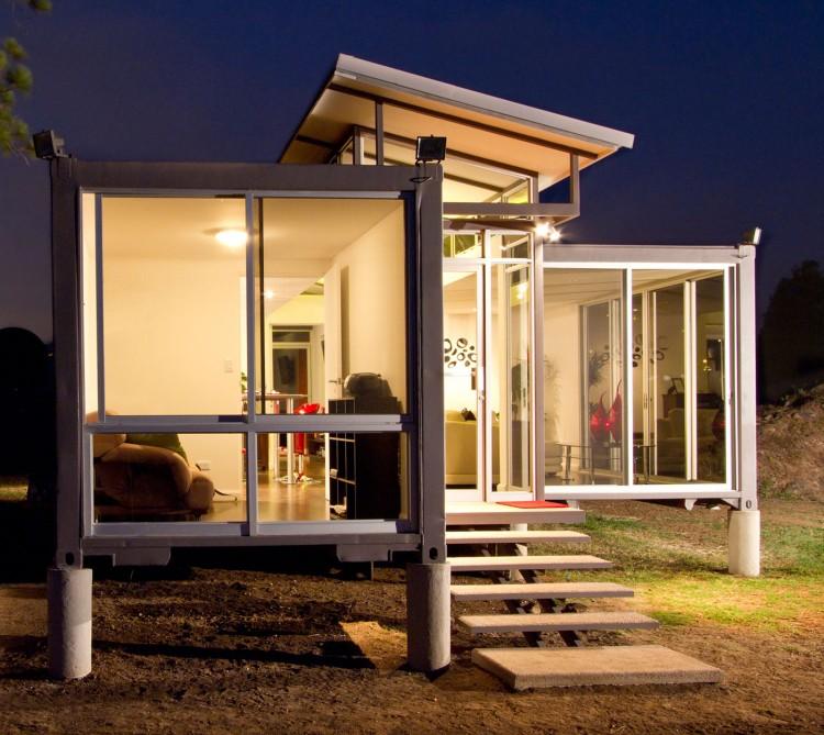 Uma casa reciclada em san jose design innova - Containers of hope ...