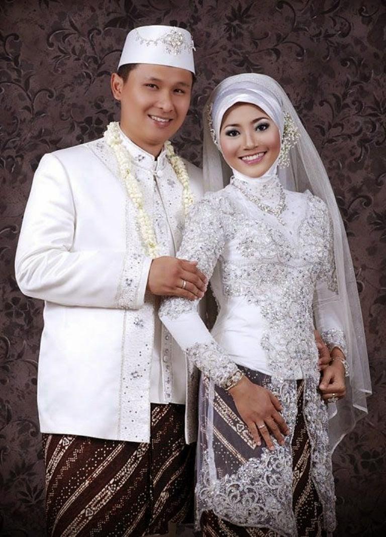 Gaya Hijab Modern Dipadu Dengan Kebaya Modern Jawa