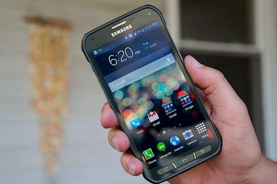 """Ra đời sau Galaxy S5, phiên bản Galaxy S5 Active của Samsung là một sản  phẩm đặc thù, dành riêng cho những khách hàng muốn sở hữu một chiếc điện  thoại """"nồi ..."""