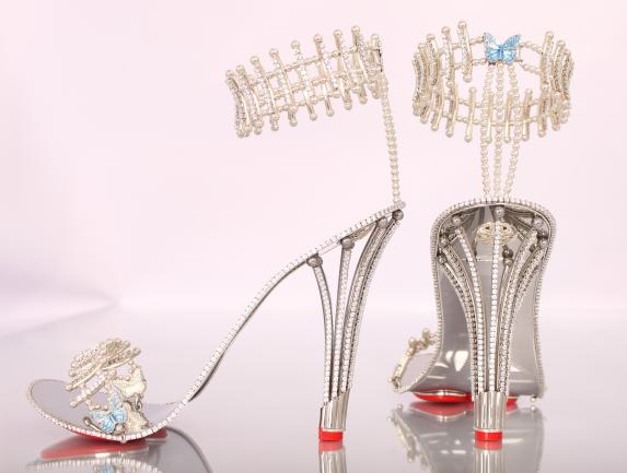 Beyonce splurges $337,000 on a pair of diamond stilettos for new video