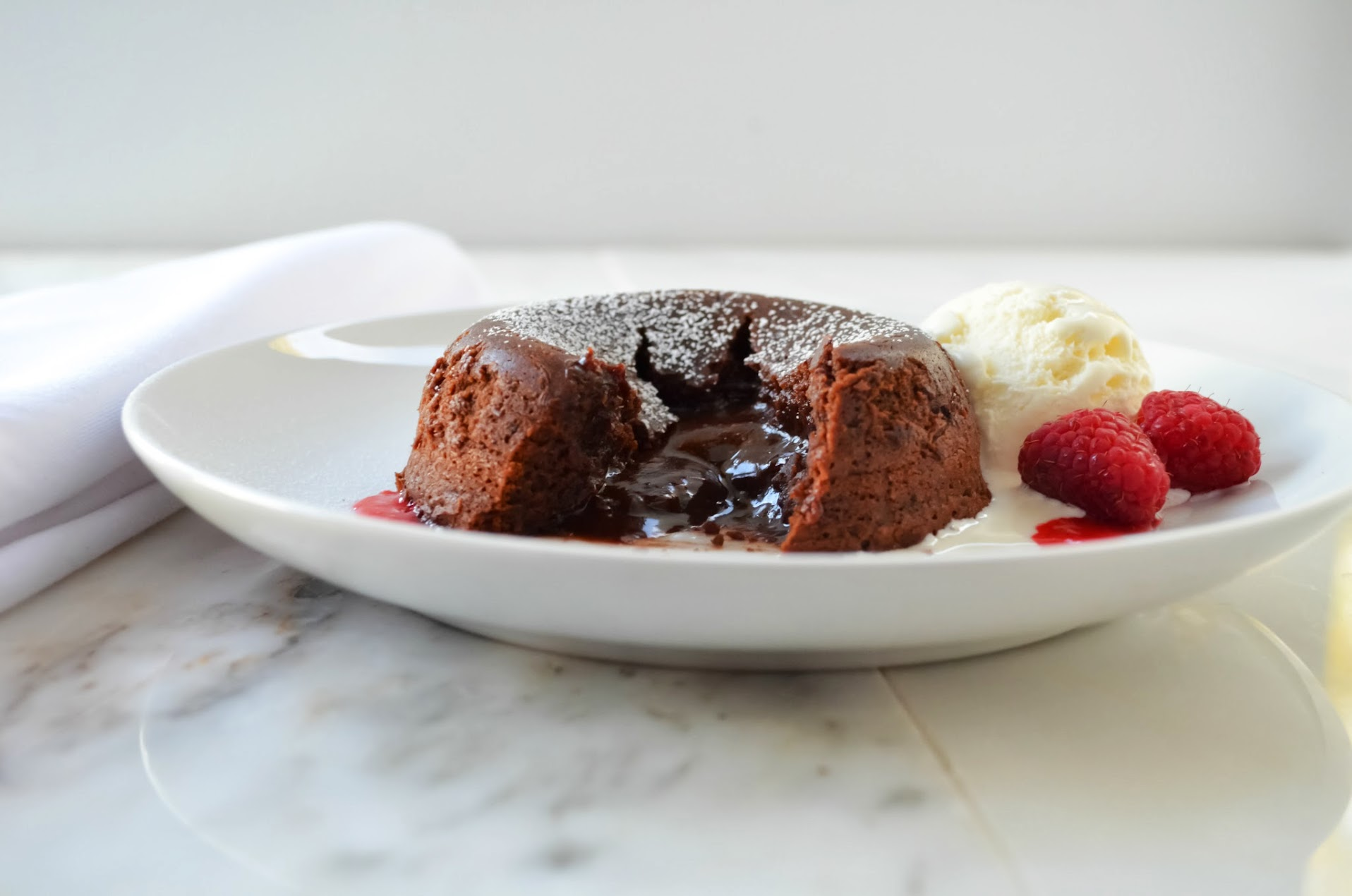 Molten-Chocolate-Lava-Cake-Fudge-Center.jpg