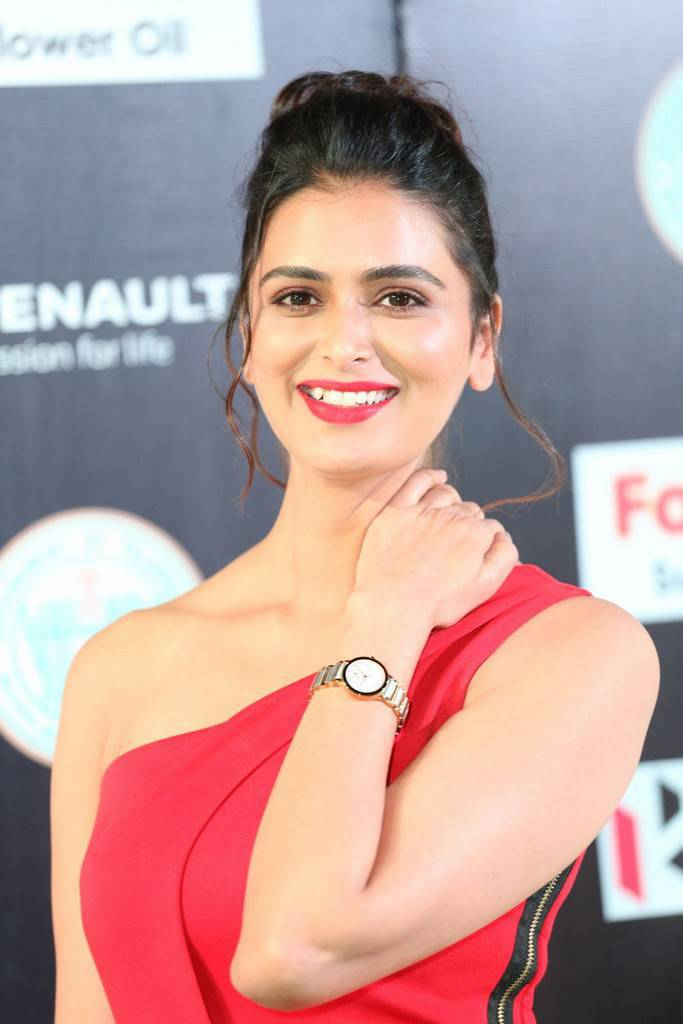 Hindi Actress Meenakshi Dixit At IIFA Awards 2017 In Red Dress