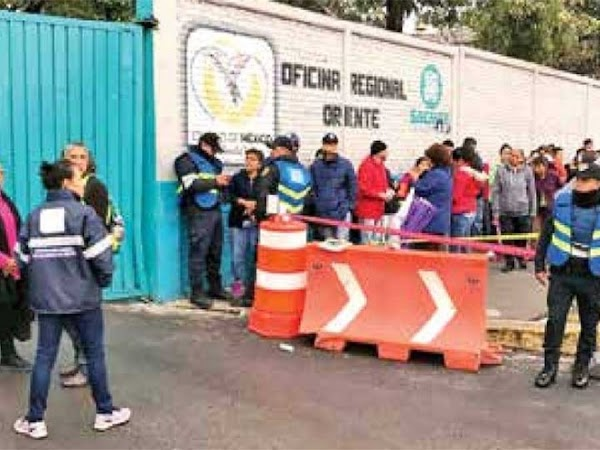 Asaltan a trabajadores que reparaban una fuga en Iztapalapa
