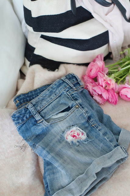 Denim shorts with flower fabric patches and black and white bag