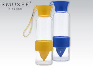 Butelka z wyciskaczem do cytrusów Smukee z Biedronki