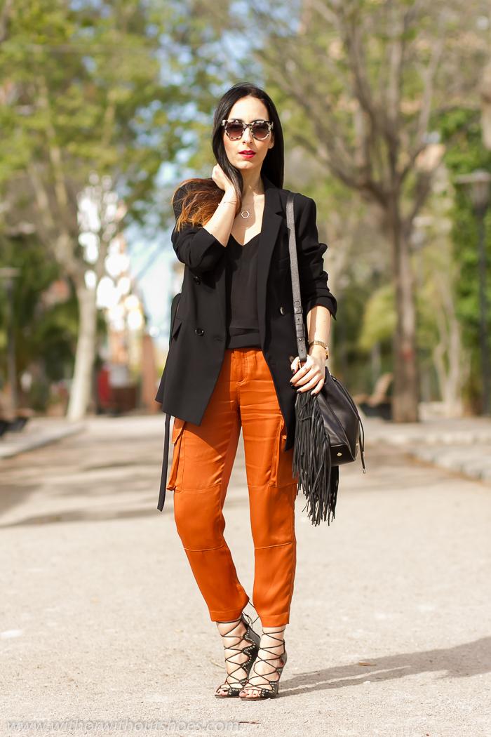 Sandalias Lace Up Isabel Marant Blazer Negro Y Pantalones Cargo Color Naranja With Or Without Shoes Blog Influencer Moda Valencia Espana