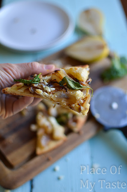 Caramelized Pear and Gorgonzola Flat Bread by Place of my Taste