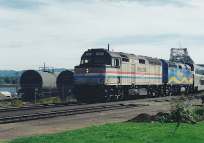 Amtrak F40PH #322 in Vancouver, Washington on July 23, 1999
