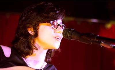 Página Musical - Ana Muller cantando: Amor Intergalático