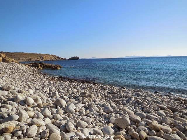 Atrakcja Mykonos kamienista plaża Grecja