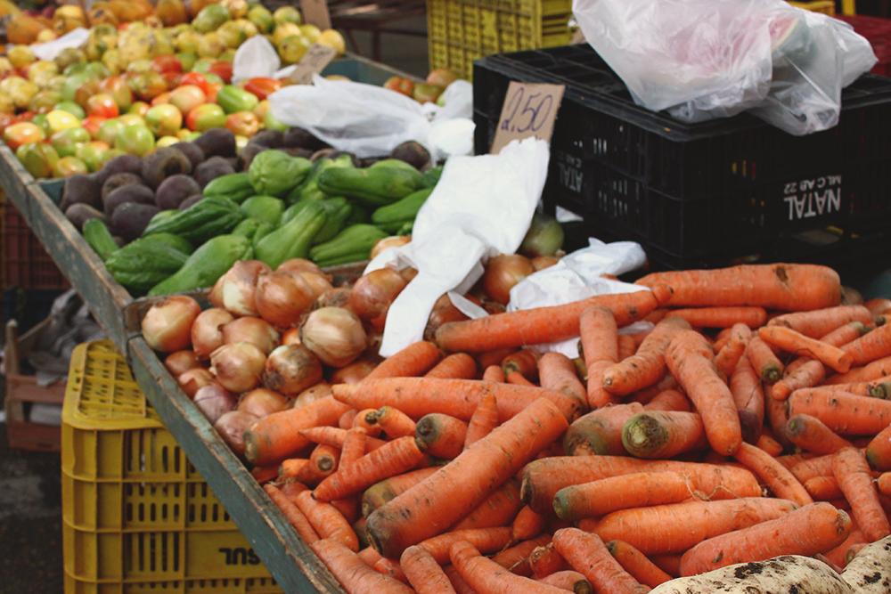 legumes expostos feira rua