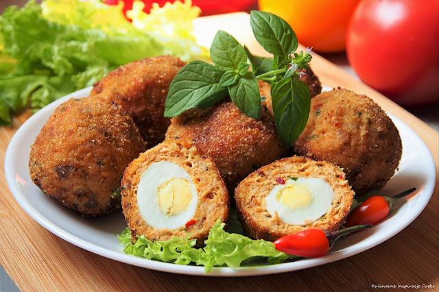 Pikantne kotlety z indyka z jajkiem przepiórczym