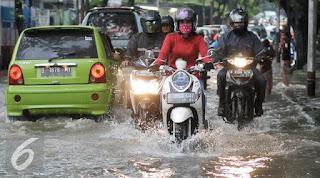 Sebaiknya Jangan Dulu Beli Ban Baru Saat Musim Hujan