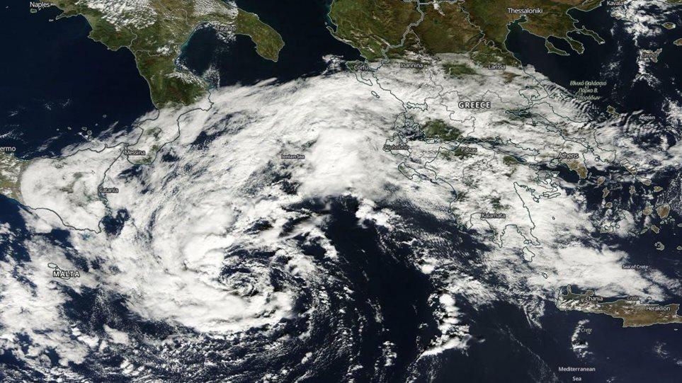 «Μεσογειακός κυκλώνας» με σφοδρούς ανέμους απειλεί την Ελλάδα