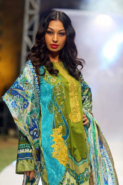 Elan, Elan Lawn, Rabia Butt, Designer Lawn of Pakistan, Lawn season, Lawn Mania, Top Lawn Designers, Pakistani Fashion, Pakistan Fashion, Buy Lawn online, Fashion, Fashion Blogger of Pakistan, Fashion Blogger, Red alice rao, redalicerao