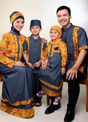 Contoh terbaru baju batik keluarga pasangan muslim